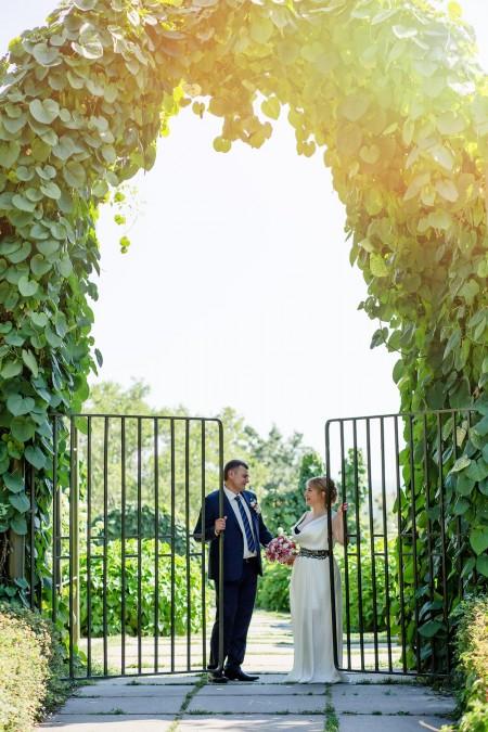 Свадебная фотосессия в ботаническом саду, свадебные фото в саду, Фотосъемка молодоженов в ботаническом саду Киев