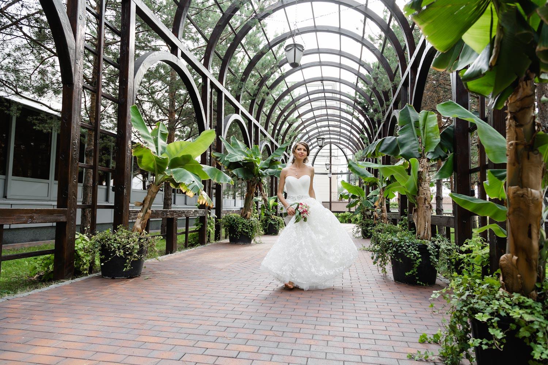 они крытые помещения для свадебной фотосессии в москве картинку девушкой вампиром