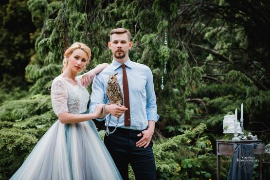 Свадебная фотосессия с совой, фотосъемка с птицей в саду, необычная свадебная фотосъемка, профессиональная фотосъемка в Киеве