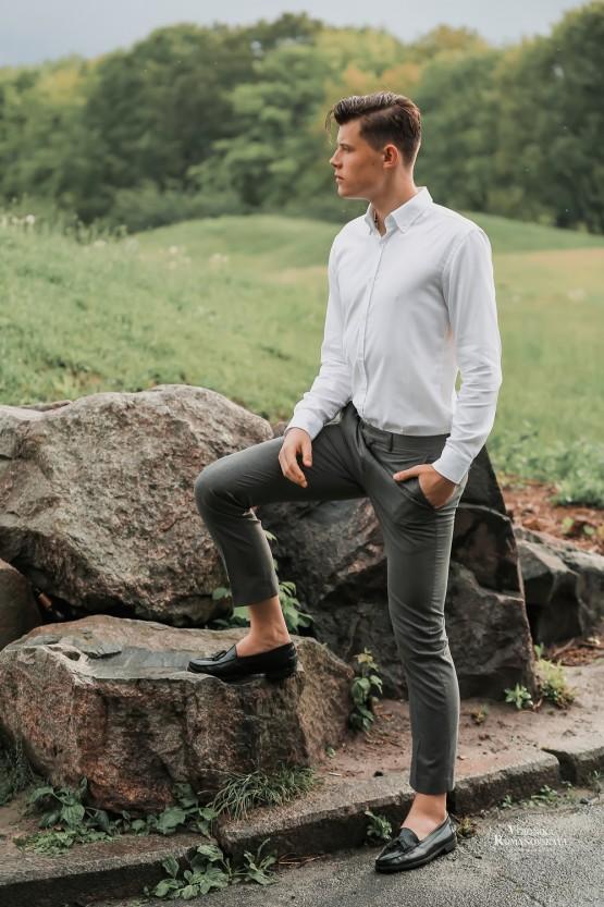 Фотосъемка парня в ботаническом саду, стильный образ для молодого парня, позирование на фотосъемки, фотограф в Киеве