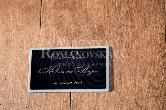 Фотокнига в деревянной обложке, изготовление премиум фотокниг в Киеве, деревянная фото книга с кожаным переплетом,подарочный короб для фотокниги, пример готовой фото книги