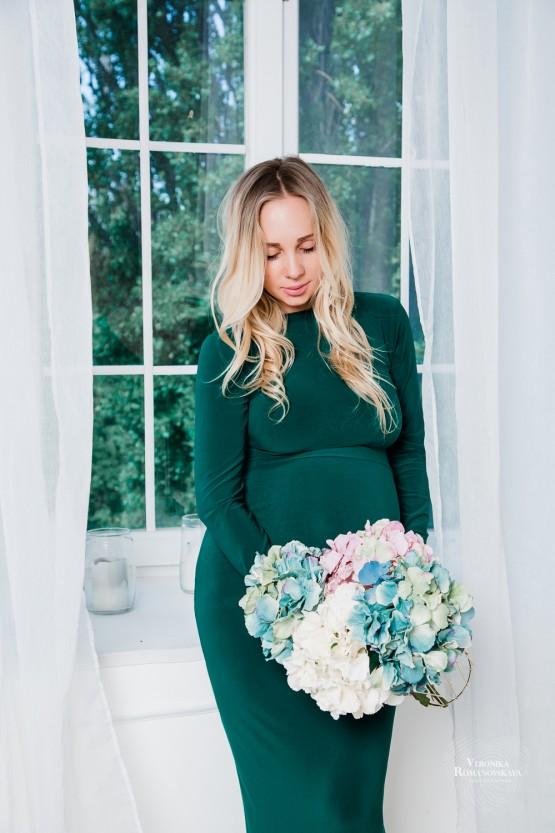 Фотосъемка беременности,съемка в стиле 9 месяцев,студийная фотосессия беременности Киев, позы для фотосессии беременных, фотосессия беременной в джинсах,беременная в комбинизоне