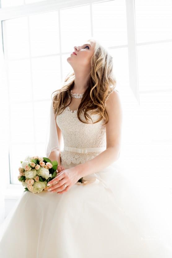 Студийная свадебная фотосессия пример удачных снимков, удачная красивая свадебная съемка в студии, яркие студийные свадебные фотографии